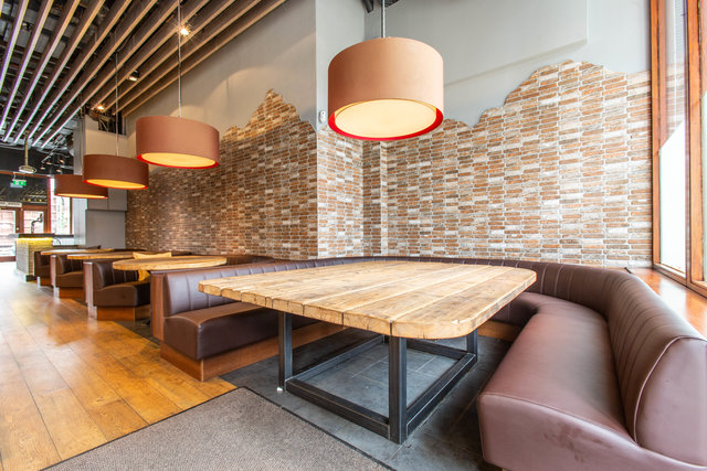find a co-working space in Smith's Bar & Grill, London